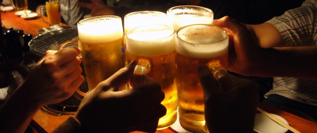 この夏は、ビールがおいしい季節ですが・・・ ~飲酒と睡眠不足~